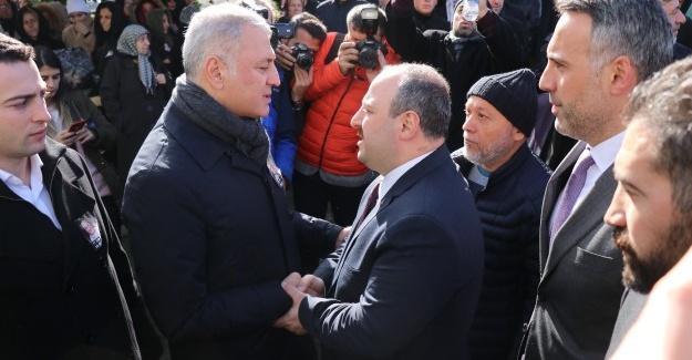 Bakan Varank, SATSO Başkanı Altuğ'un eşinin cenazesine katıldı