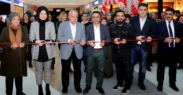 Renkler ve çizgiler sergisi açıldı