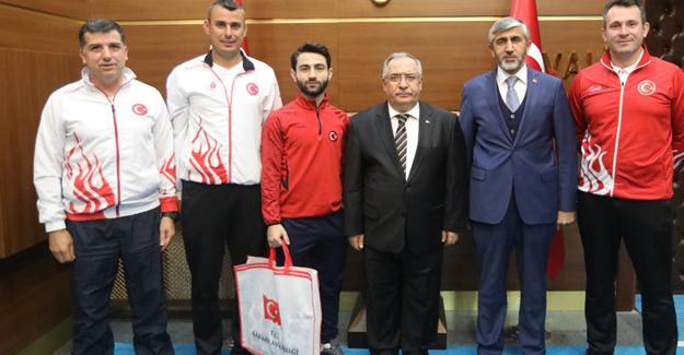 Şampiyonlar Vali Nayir'e misafir oldu