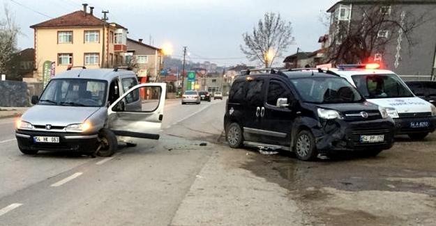 Kaynarca'da iki araç çarpıştı: 1 yaralı