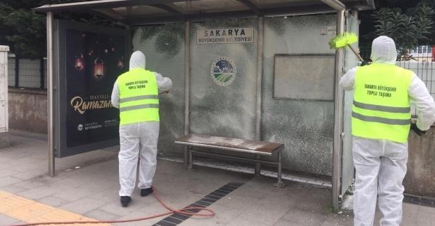 Duraklar Büyükşehir ile temizleniyor