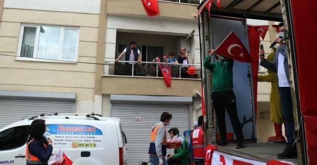 Türk Kızılayı çocukların bayramını kutladı