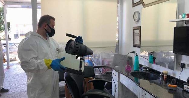 Arifiye'de berberler ve kuaförler dezenfekte edildi