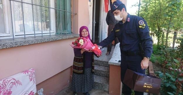 Jandarma şehit annelerini unutmadı