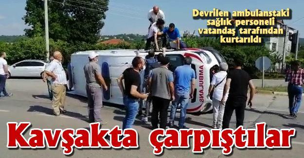 Ambulans ile Telekom'a ait araç çarpıştı
