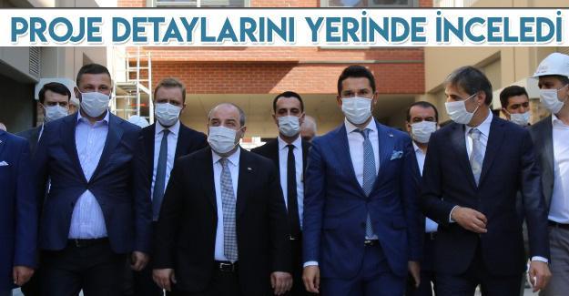 Bakan Mustafa Varank Cadde 54'ü gezdi