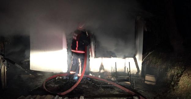 İki evi de aynı anda yandı