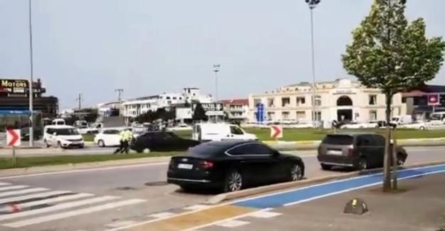 Yolda kalan sürücünün yardımına polis koştu