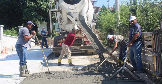Arifiye'de beton yol uygulaması devam ediyor