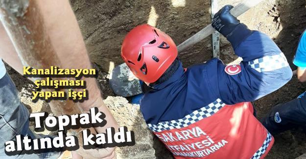 Kanalizasyon çalışması yapan işçi toprak altında kaldı
