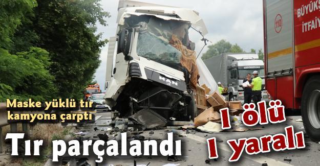 Maske yüklü tır kamyona çarptı! 1 ölü 1 yaralı