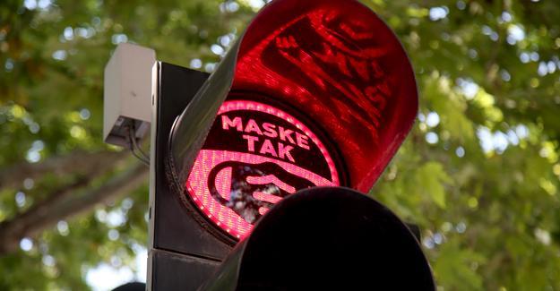 Trafik lambalarında maske farkındalığı