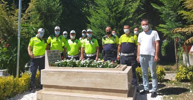 Polis ekipleri şehitlerin mezarını ziyaret etti