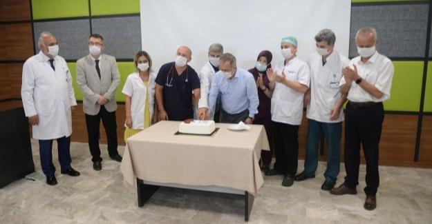 SAÜEAH'ta 50'nci böbrek nakli pasta kesilerek kutlandı