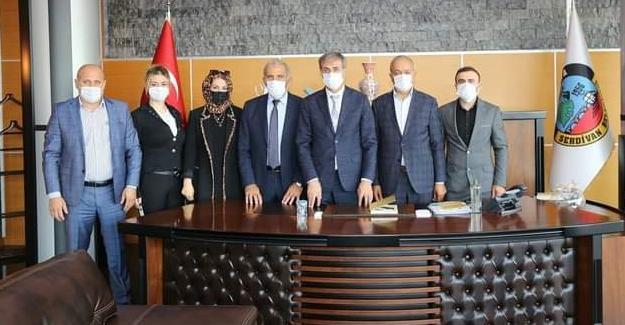MHP Serdivan'dan Başkan Alemdar'a ziyaret