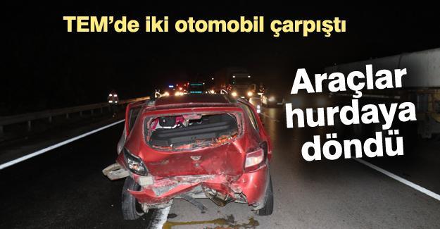 TEM'de iki otomobil çarpıştı! Araçlar hurdaya döndü