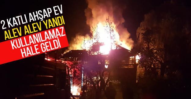2 katlı ahşap ev alev alev yandı