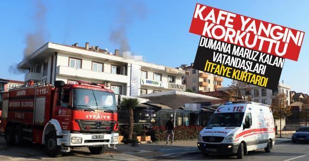 Kafe yangını korkuttu