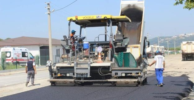 Arifiye'de asfalt çalışmaları sürüyor