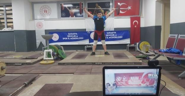 Büyükşehirli halterci Türkiye şampiyonu oldu
