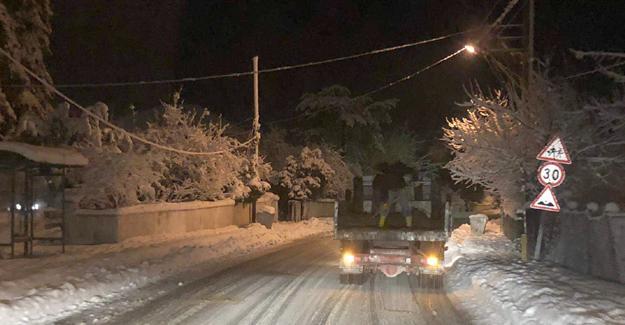 Arifiye'de kar temizleme çalışmaları sürüyor