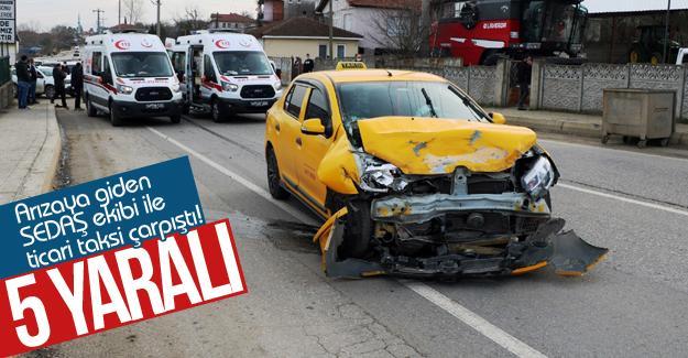 Arızaya giden SEDAŞ ekibi ile ticari taksi çarpıştı!