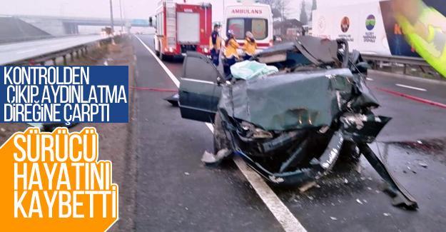 Otomobil aydınlatma direğine çarptı: 1 ölü