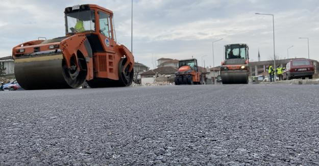 Süleyman Binek Caddesine 2 günde 4 bin ton asfalt