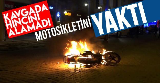 Motosikletini yaktı!