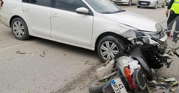 Motosikletle otomobil çarpıştı! 1 yaralı