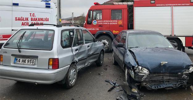 Otomobiller çarpıştı! 3 çocuk yaralandı