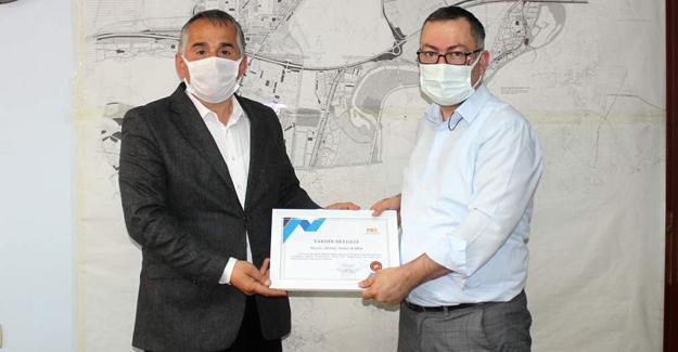 Arifiye Belediyesinde personele teşekkür belgesi