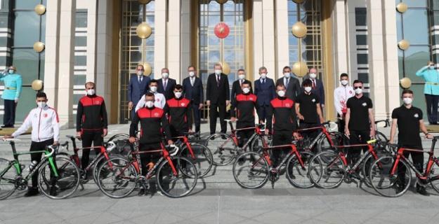 Büyükşehir Bisiklet Takımı Cumhurbaşkanlığı Külliyesi'nde