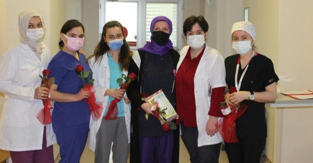 Sağlık çalışanlarına çiçekli kutlama