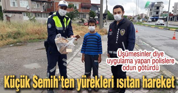 Üşümesinler diye uygulama yapan polislere odun götürdü