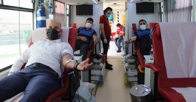 Arifiye Belediyesi personelinden kan bağışına destek