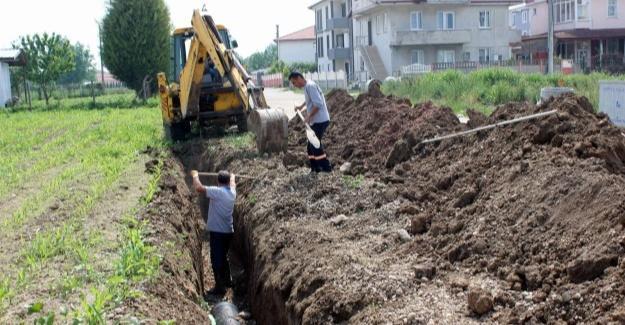 Arifiye'de yağmur suyu kanal çalışmarı devam ediyor