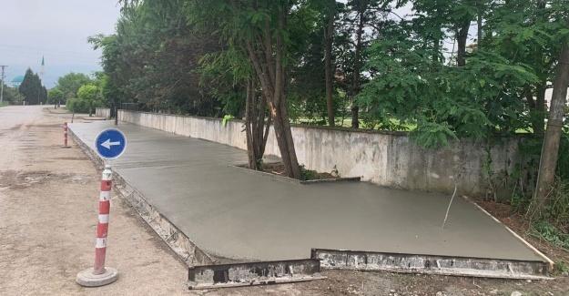 Beton yaya yolu imalatı devam ediyor