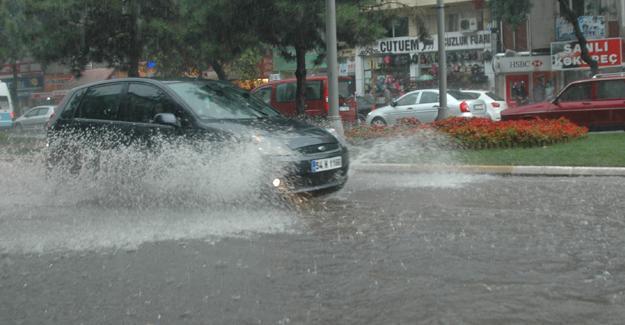 Büyükşehir Belediyesi kuvvetli yağışa karşı vatandaşları uyardı
