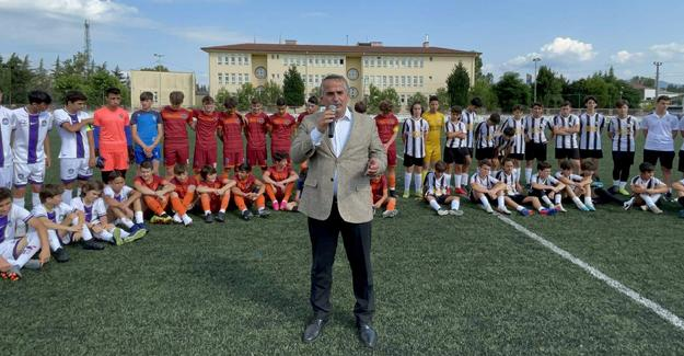 Arifiye'de Minikler Futbol Turnuvası başladı