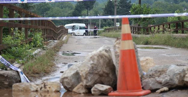Köprünün ayaklarında hasar oluştu! Ulaşıma kapatıldı