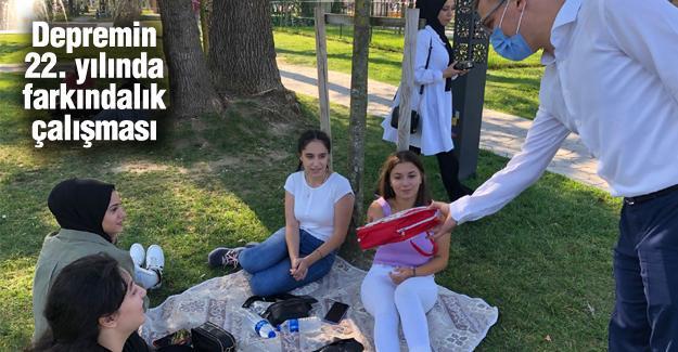 AK Parti Gençlik Kolları deprem çantası dağıttı