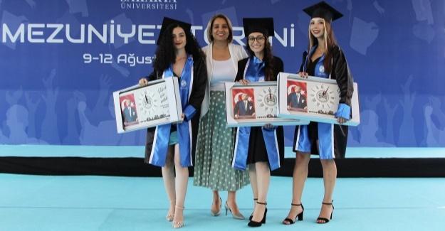 Baro Başkanı Yıldız mezunların mutluluğuna ortak oldu