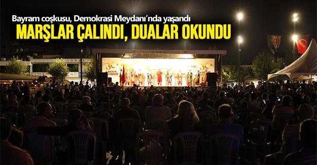 Bayram coşkusu, Demokrasi Meydanı'nda yaşandı