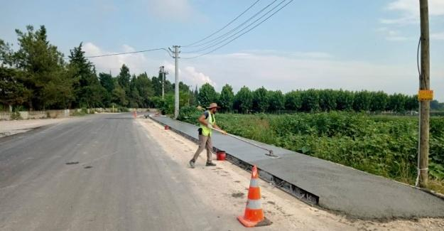 Büyükşehir'in beton yaya yolu imalatı sürüyor