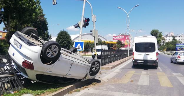 Kazadan kaçan otomobil takla attı! 1 yaralı