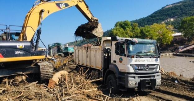 Serdivan Belediyesi'in afet bölgelerindeki çalışmaları sürüyor