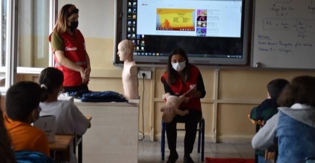 Dünya İlk Yardım Gününde öğrencilere eğitim verildi