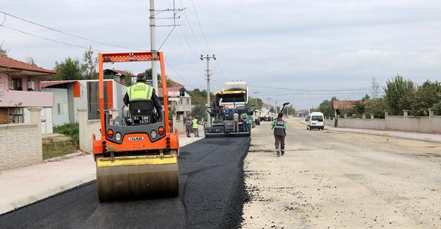 Sıcak asfalt çalışmaları Karapürçek'te sürüyor