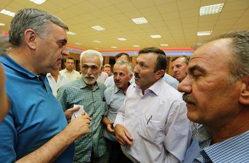 AK Partililer Taraklı'da